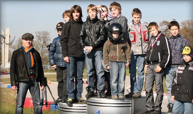 Соревнования для детей. Групповое фото